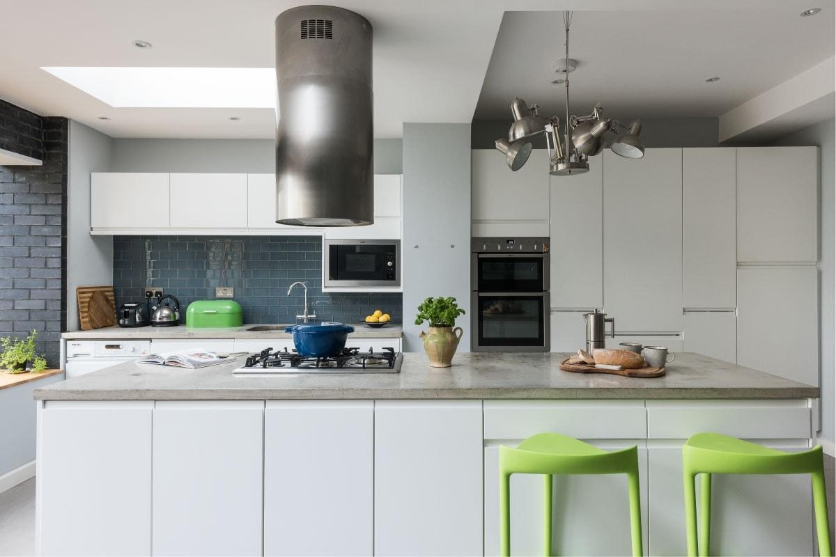 modern kitchen, concrete countertop, UFH, large format tiles, dark brick feature wall